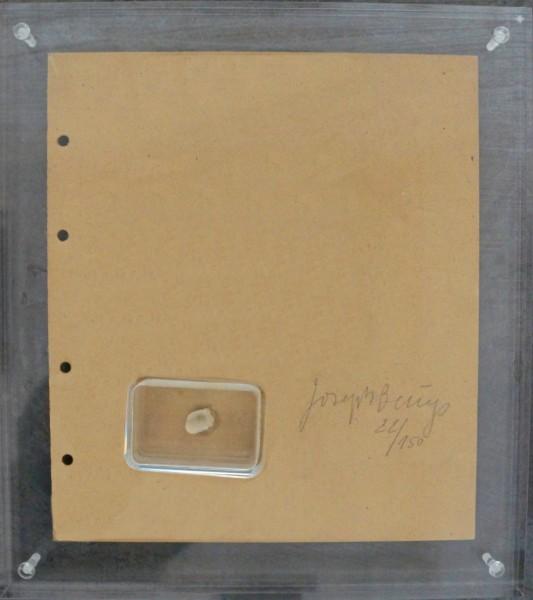 Joseph Beuys - Fingernagelabdruck aus gehärteter Butter